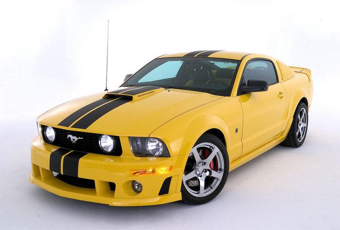 желтый форд мустанг